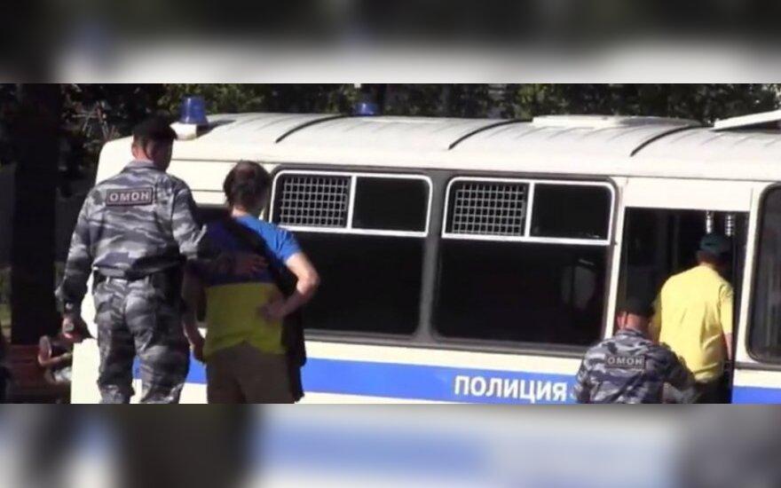 Maskvos gatvėmis neleido eiti su Ukrainos simbolika