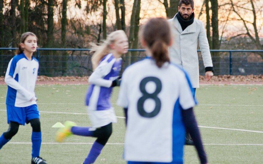 Keremas Demirbay mokėsi teisėjauti mergaitėms