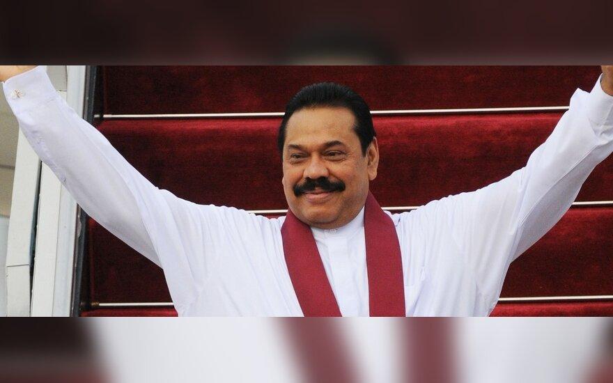 Spaudžiamas Šri Lankos premjeras atsistatydina