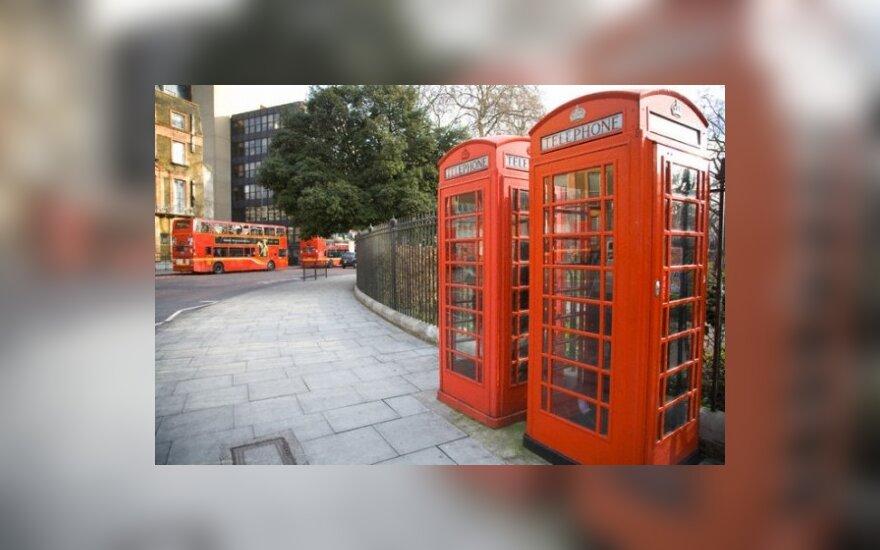 Britanijos miestelyje parduotuvė įrengta telefono būdelėje