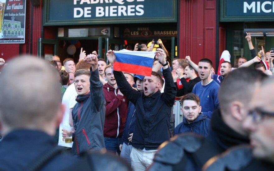 Rusų ir anglų futbolo sirgalių susirėmimai Prancūzijoje