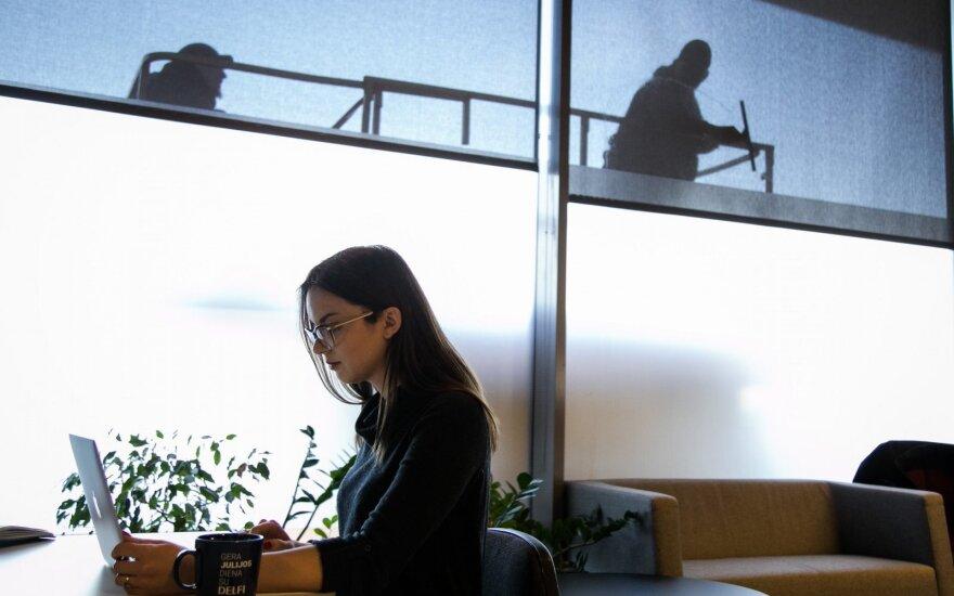 Ieškodami darbuotojų jau verčiasi per galvą: net tokiomis algomis nepavyksta sugundyti