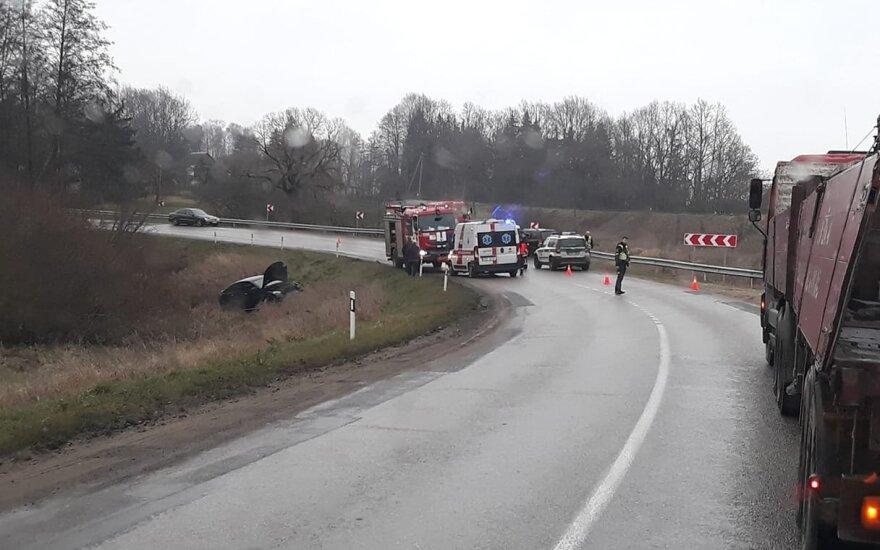Didelė avarija Alytaus r.: sužeistiesiems prireikė skubios medikų ir ugniagesių pagalbos