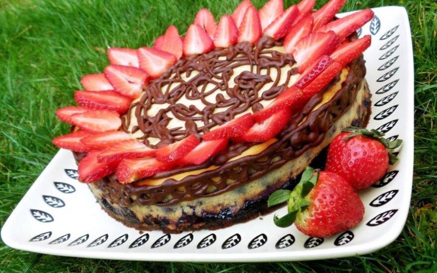 Burnoje tirpstantis varškės tortas