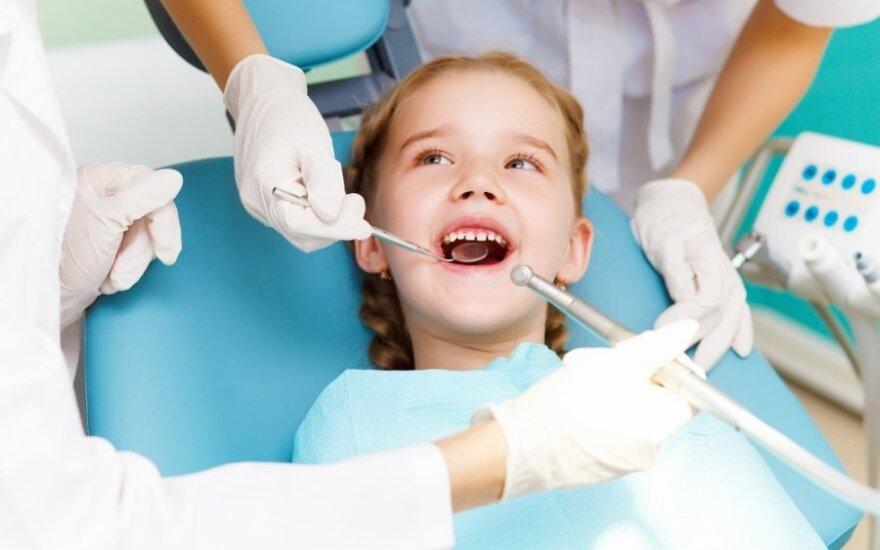 Vaikų dantukų priežiūra ir gydymas – tėvų galvos skausmas?