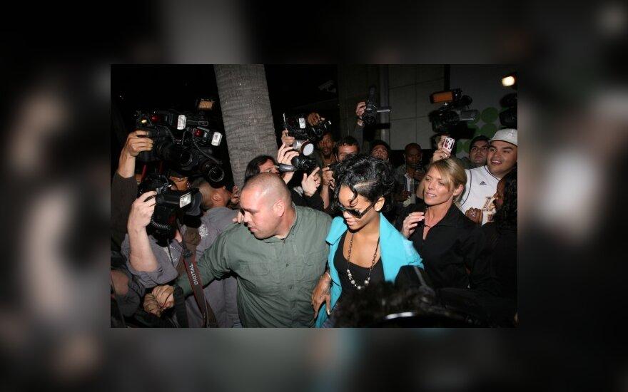 Netikėtas Rihannos sugrįžimas į viešumą - naujame Kanye West vaizdo klipe