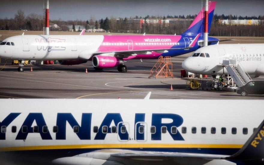 """""""Wizz Air"""" ir """"Ryanair"""" praneša apie šimtų skrydžių į Italiją atšaukimą, tačiau nutyli itin svarbią detalę"""