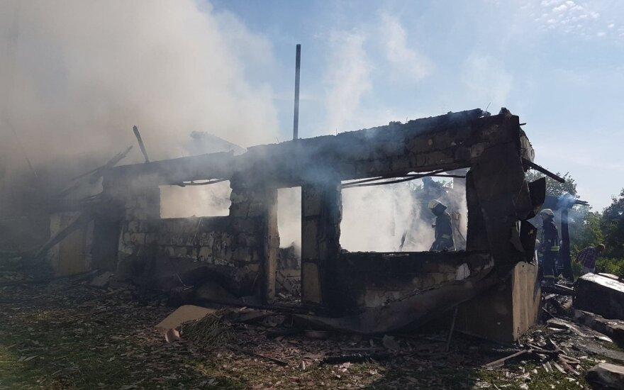 Vilniaus rajone ugniagesiai nuo liepsnų išgelbėjo gyvenamąjį namą