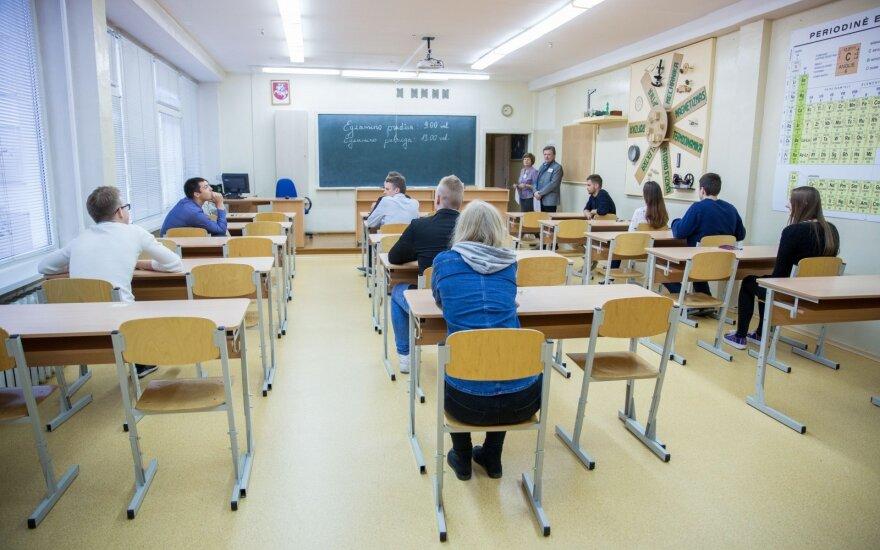 """Abiturientams – naujovės: svajonių studijoms gali tekti tarti """"sudie"""""""