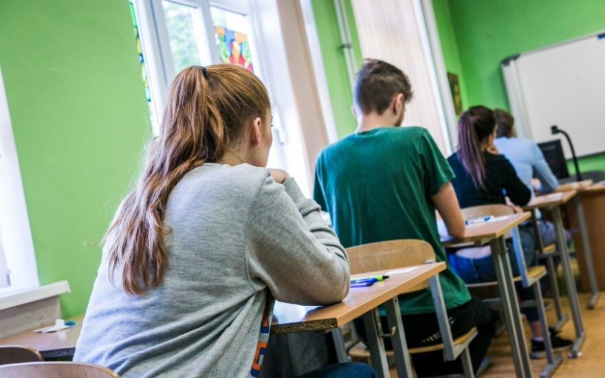 Skelbia istorijos, chemijos ir informacinių technologijų brandos egzaminų rezultatus