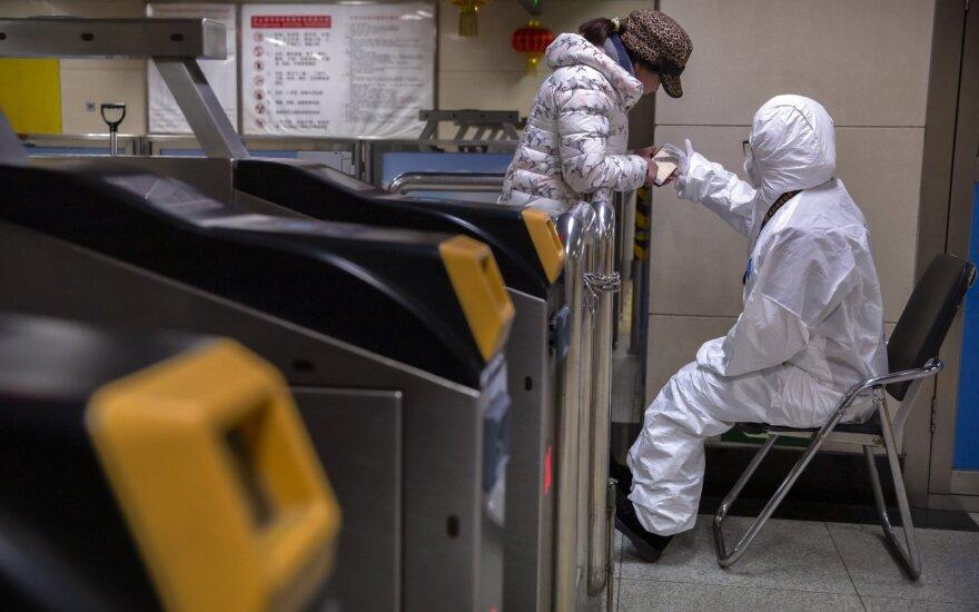 Didžiosios JAV oro linijos dėl koronaviruso atšaukia skrydžius į Honkongą