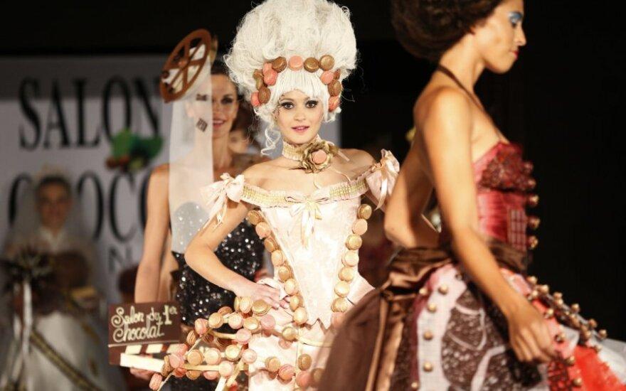 Tarptautinės šokolado mugės atidarymo proga Kanuose surengtas mados šou