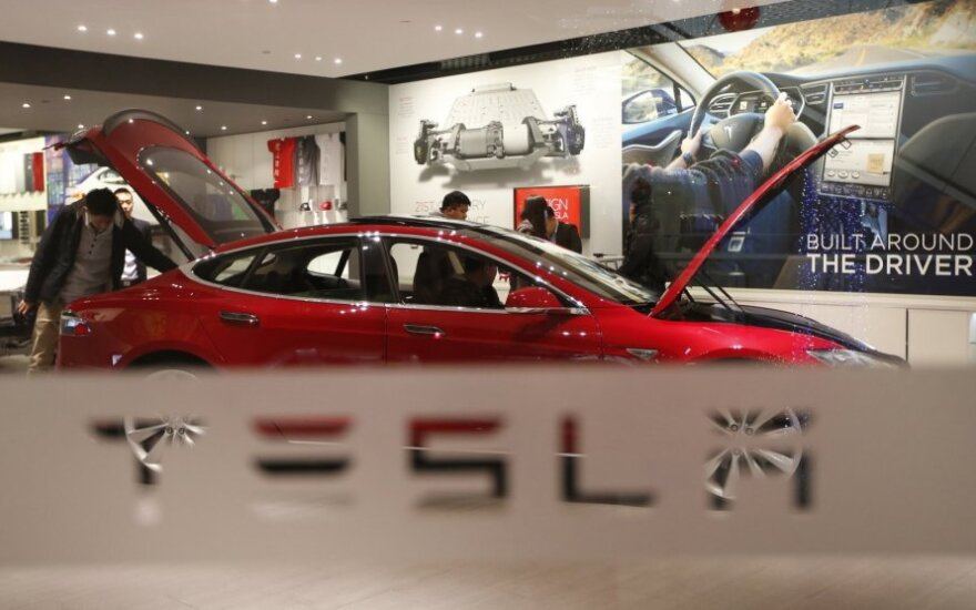 """""""Tesla"""" susidūrė su netikėta problema"""