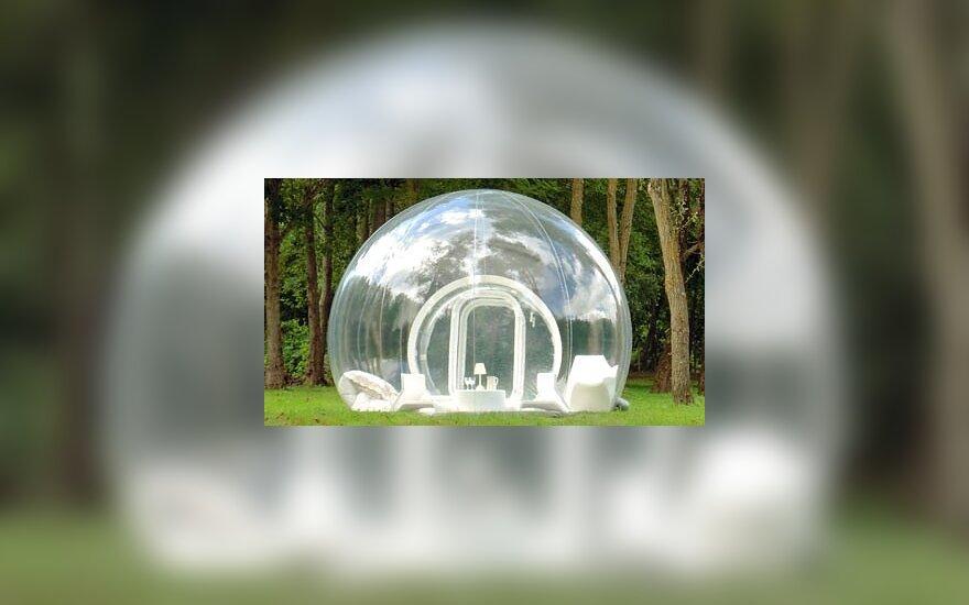 Poilsis peršviečiamoje burbulinėje palapinėje priartina prie gamtos