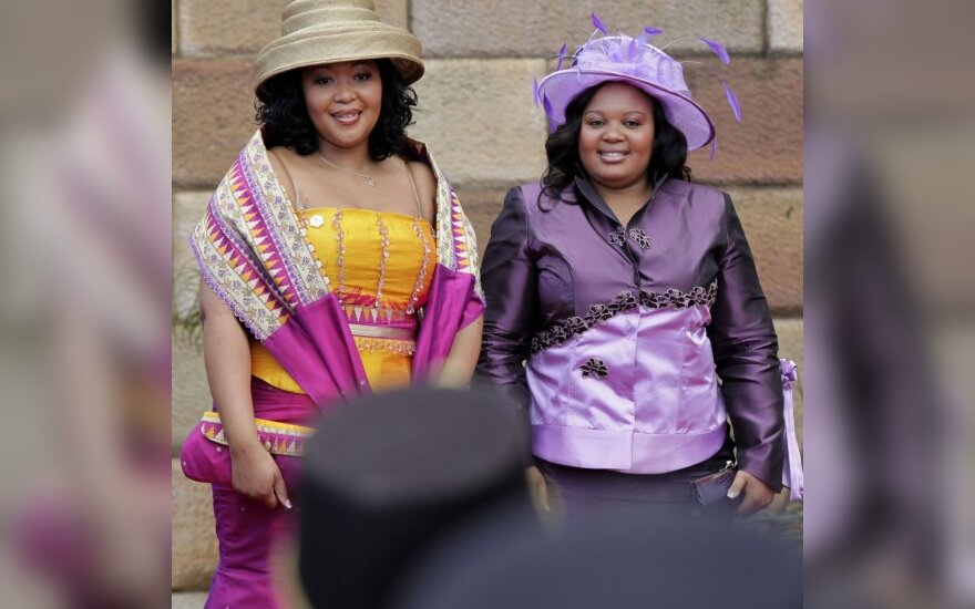 Thobeka Mabhija ir Nompumelelo Ntuli Zuma