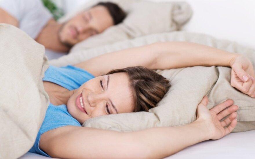 Miego poza atskleidžia poros santykius