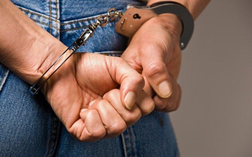 Kaunietis policininkas Telšių r. mušė savo kolegas, o vienam net įkando