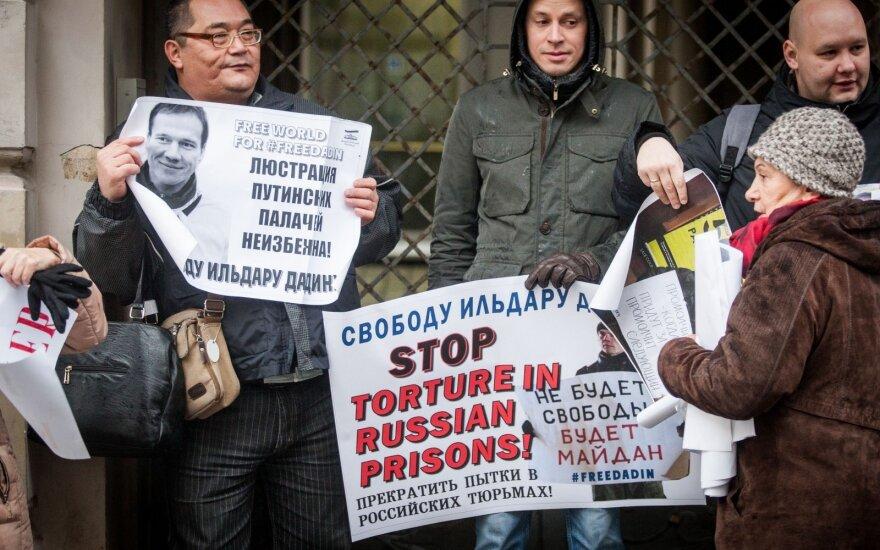 Politinių kalinių skaičius Rusijoje auga: tyrėjai nustatė, kiek žmonių įkalinti dėl Putino politikos