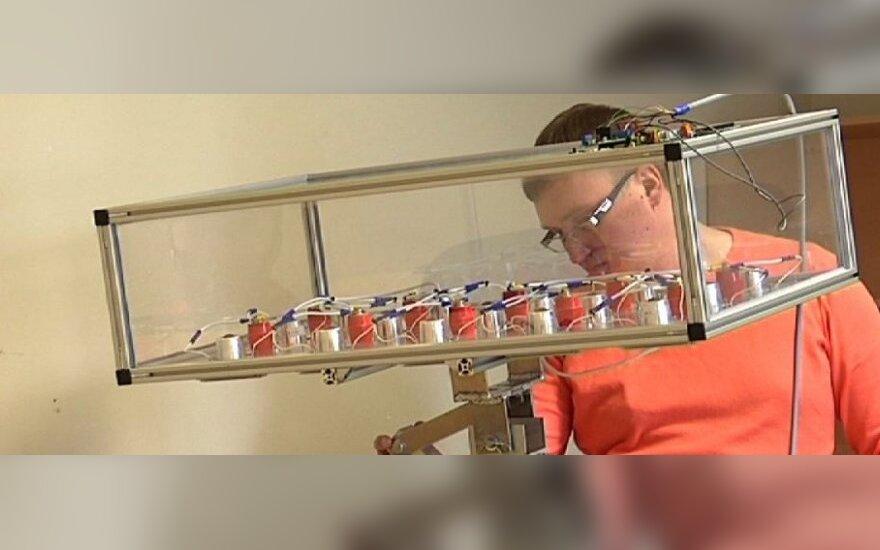 Klaipėdietis laivo inžinierius M. Petrauskas unikalią saulės sekimo sistemą iš pradžių kūrė asmeniniam naudojimui