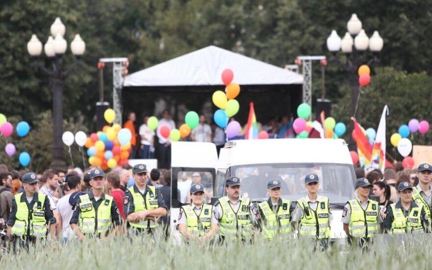 Homoseksualų eitynių reklama: Lietuvoje diskriminacijos nėra, bet nuomonė cenzūruojama