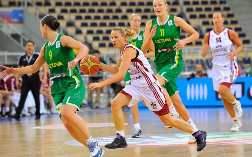 Kovoja Lietuvos ir Latvijos krepšininkės