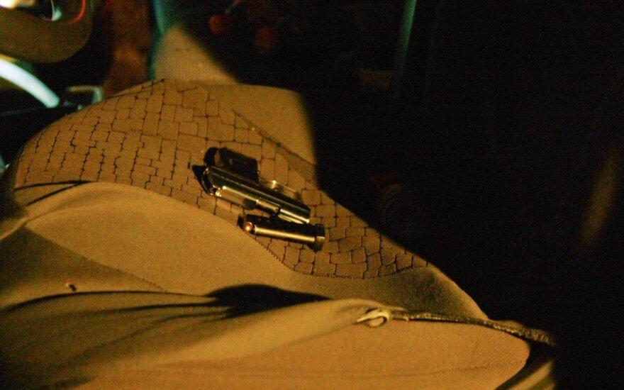 Naujųjų naktis sostinėje – dužę stiklai ir kruvinos grumtynės