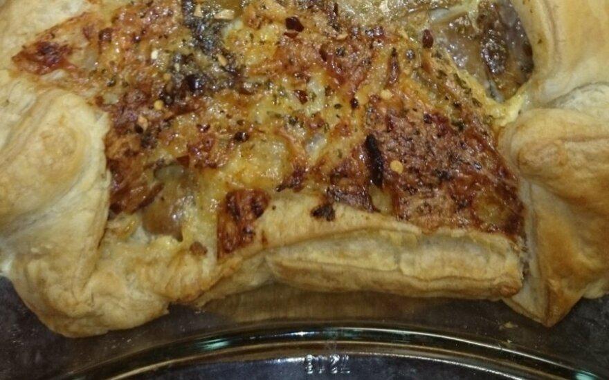 Greitai paruošiamas sūrio ir grybų pyragas