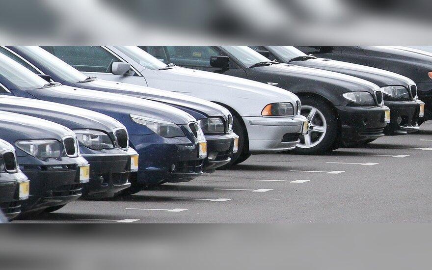 Naudotų automobilių pardavėjai su nerimu laukia žinių iš Kirgizijos