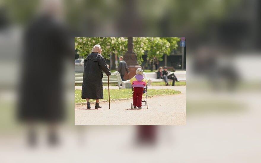 Senutė ir mergaitė, vaikas, senatvė