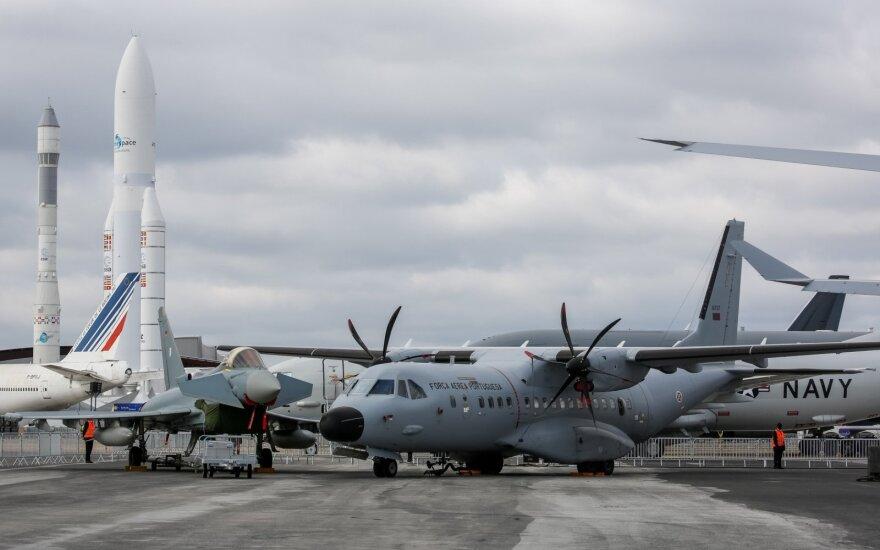 Pakeliui į Antarktidą dingo karinis lėktuvas su 38 žmonėmis
