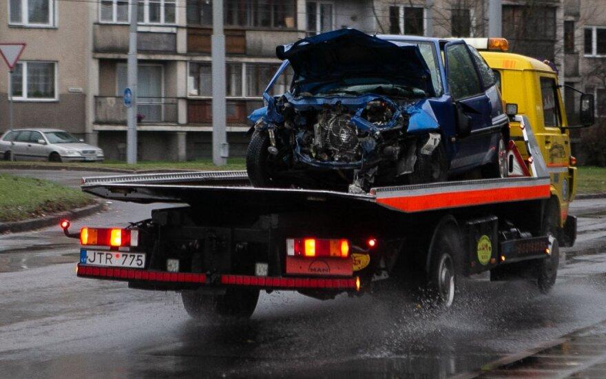 Mirtimi pažymėta automobilio ir autobuso kaktomuša Vilniuje: pranešama, kad ligoninėje mirė sužalotasis
