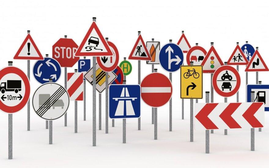 Teisėjams užkliuvo painiava kelių ženkluose: tai gali klaidinti vairuotojus