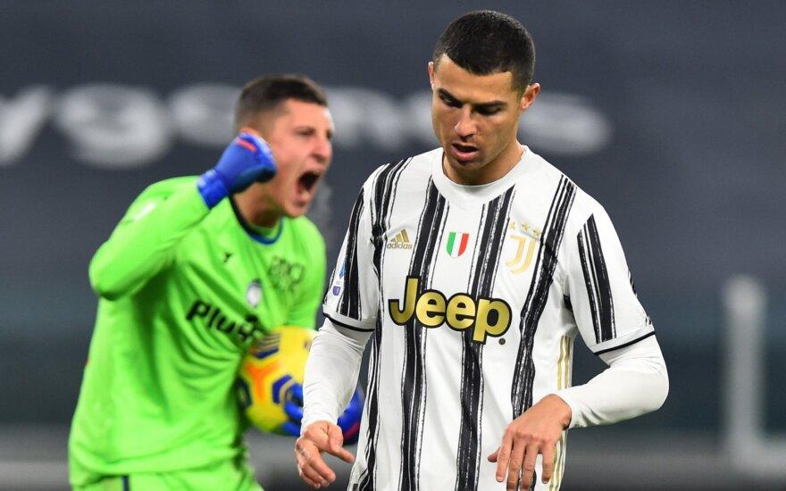 """Neįmuštas Ronaldo 11 metrų baudinys kainavo """"Juventus"""" dar du taškus"""