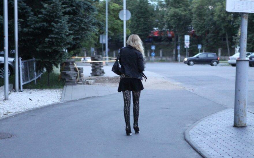 Vilniaus stoties prostitutės jaučiasi nesaugios: vedę vyrai jas išžagino, vienai peršovė kaklą