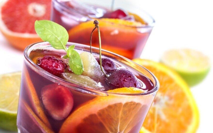 Rožinė Sangrija su vaisiais