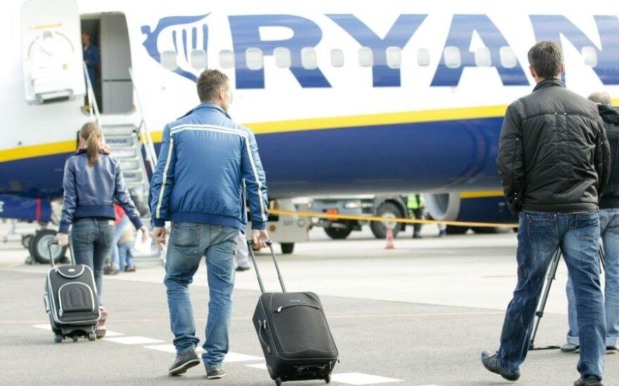 """Motinai teko palikti mažylį Vilniaus oro uoste, nes nebegalėjo jam nupirkti """"Ryanair"""" bilieto"""