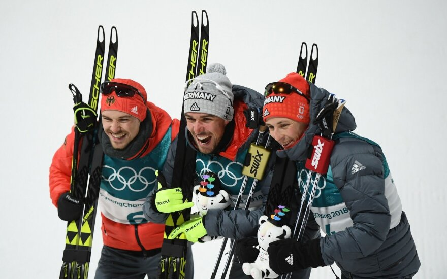 Viduryje - šiaurės dvikovės olimpiniu čempionu tapęs vokietis Johannesas Rydzekas, kairėje - Fabianas Rieble (+0,4 sek.), dešinėje - Ericas Frenzelis (+0,8 sek.).