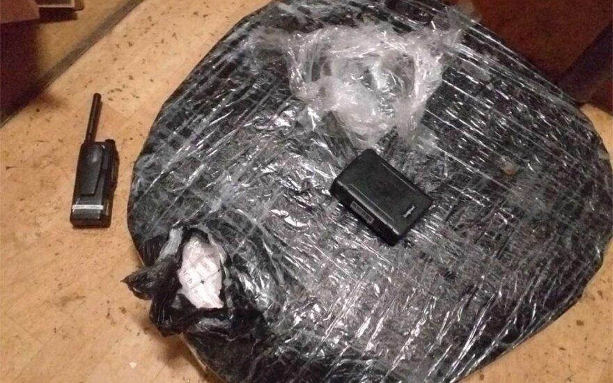 Pasieniečiai iš Neries ištraukė du kontrabandinių cigarečių krovinius