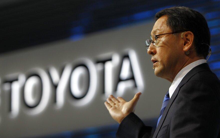 """""""Toyota"""" vadovas: dėl elektromobilių formuojasi """"burbulas"""""""
