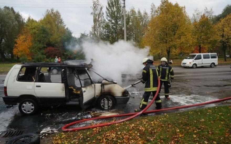 Kaune sudegė automobilis