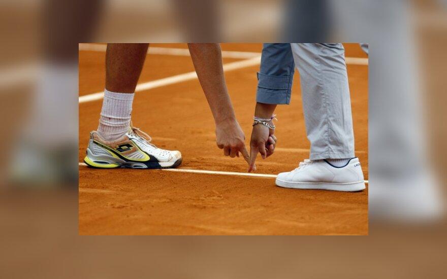 Tenisininko ir teisėjo ginčas
