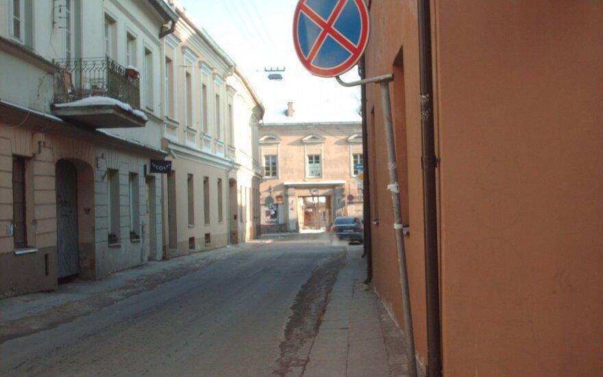 Uždaro gatvę Vilniaus senamiestyje