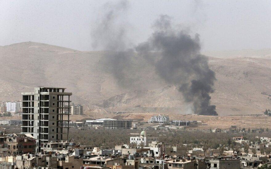 JAV vadovaujama koalicija surengė 10 oro atakų Sirijoje ir 17 Irake