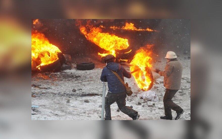 """""""Standard and Poors"""" sumažino Ukrainos skolinimosi reitingus"""