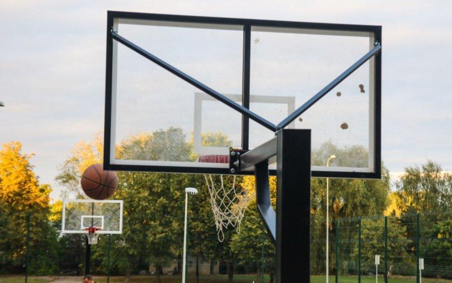 Neveronyse, krepšinio aikštelėje, šauta į šešiolikmetį