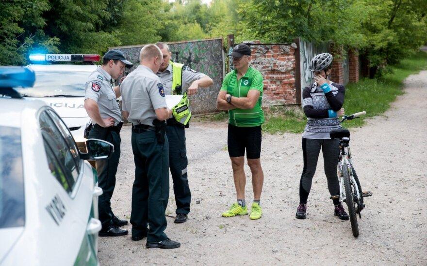 Vilniuje, mažametės mergaitės akivaizdoje, dviratininkas rėžėsi į moterį