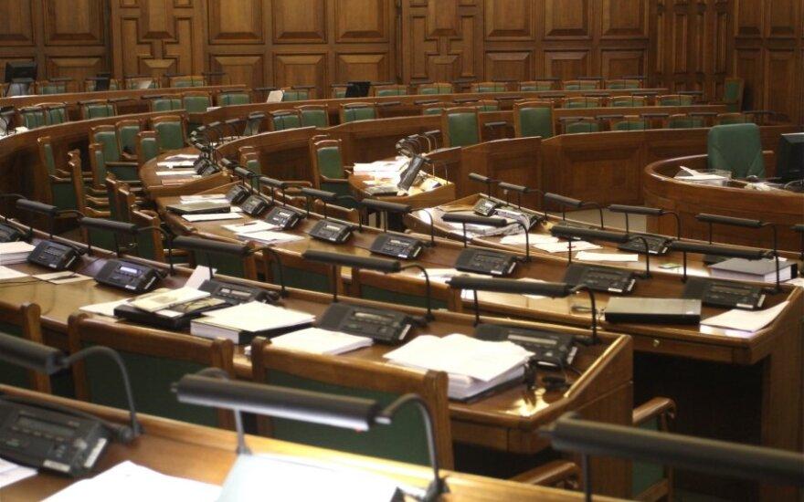 """Latvijos """"Vienybė"""" gali pašalinti iš partijos kelis į Seimą išrinktus savo narius"""