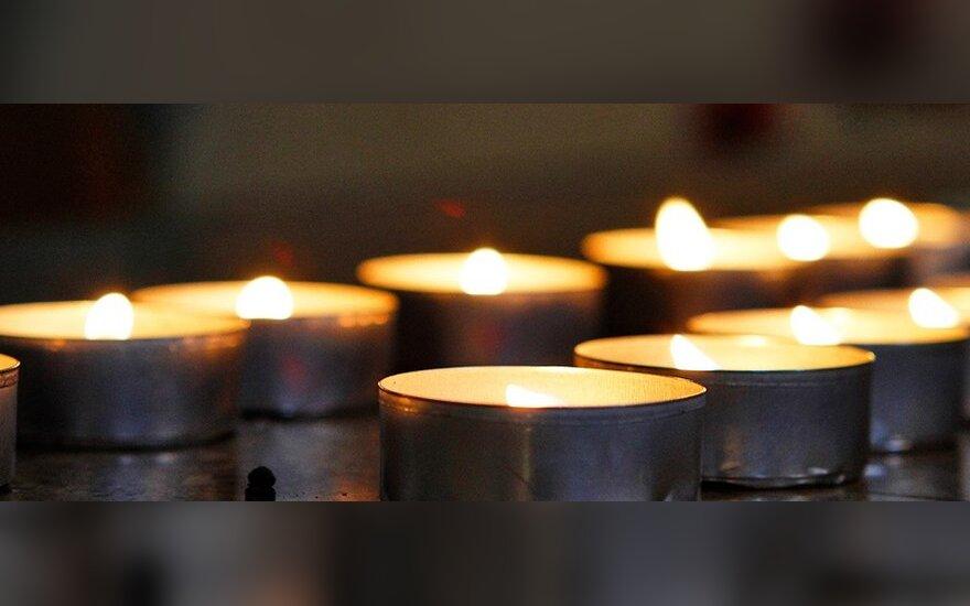 Girtas policininkas kelyje Vilnius-Kaunas užmušė sutuoktinių porą