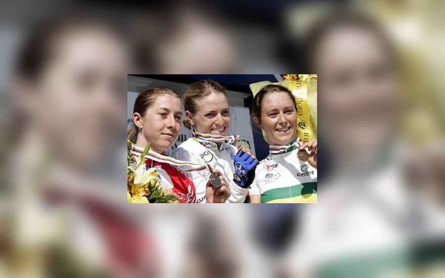 Pasaulio čempionato medaliai - Vokietijos, D. Britanijos ir Australijos dviratininkėms.