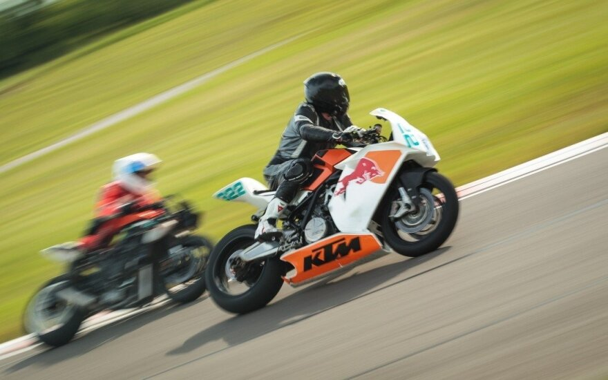 Kuris greitesnis, įrodys motociklininkų dvikovose